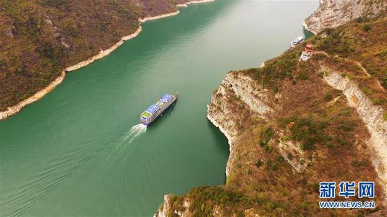 长江巫峡青山连绵群峰如屏 绵延四十多公里壮美如画
