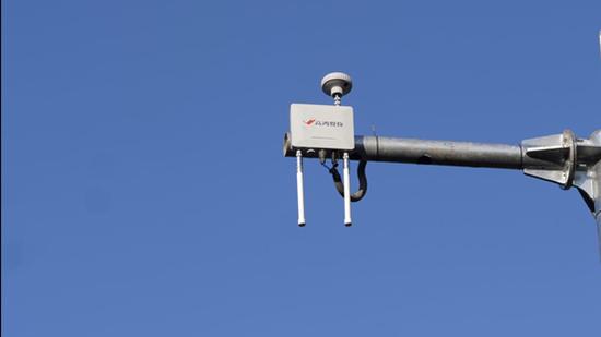 路侧安装C-V2X通信设备单元RSU