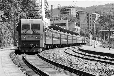 """川黔线上的这列""""慢火车""""行驶速度不超过60公里/小时"""