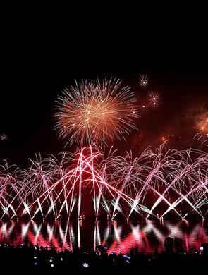 长寿湖举行水上焰火表演