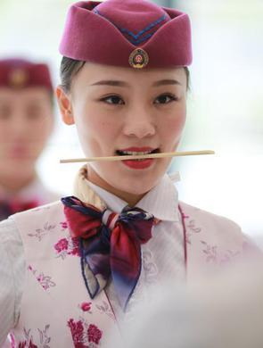 """重庆""""动姐""""礼仪培训 备战铁路调图"""