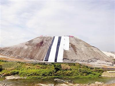 ▲南川磷石膏堆场10月完成覆膜