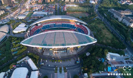 重庆市奥林匹克体育中心。新华网发(龚森 摄)