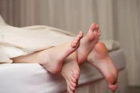 欧洲性爱男人网站_为什么女人在和男人做爱的时候总是喜欢闭着眼睛?