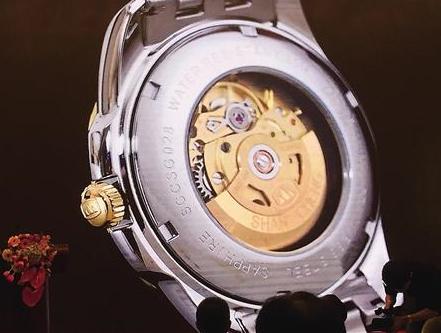 "PT5000机芯 记者 韩政 摄 通过德国天文台认证的""山城""手表 受访者供图"