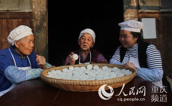 彭水酥食是苗家有名的美食。廖唯 摄