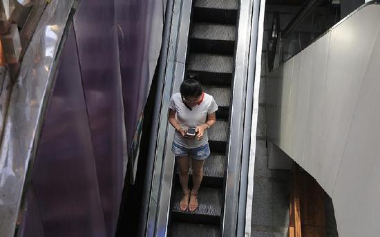 """重庆现""""最苗条""""电梯 网友:考验身材"""