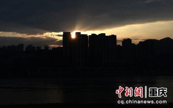 重庆主城两江四岸晨光炫丽 朝霞满天蔚为壮观[组图]
