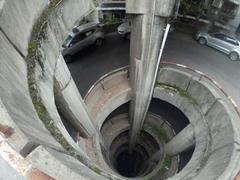 重庆现最晕停车场 绕了9层还有.....