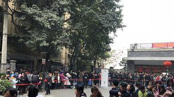 网红景点!重庆长江索道外排起长队