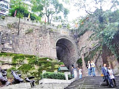 九开八闭十七门 历经风雨640余年的重庆母城城墙