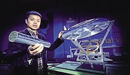 凌睿展示智能光导照明系统 本组图片由首席记者 钟志兵 摄