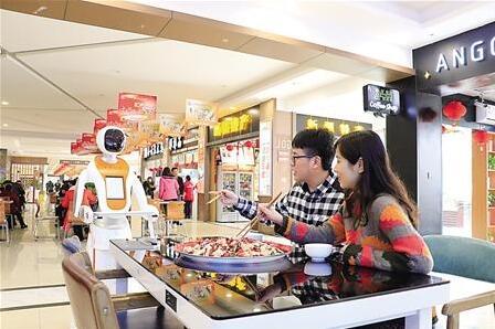 机器人送餐 重庆铁发遂渝高速公路有限公司供图