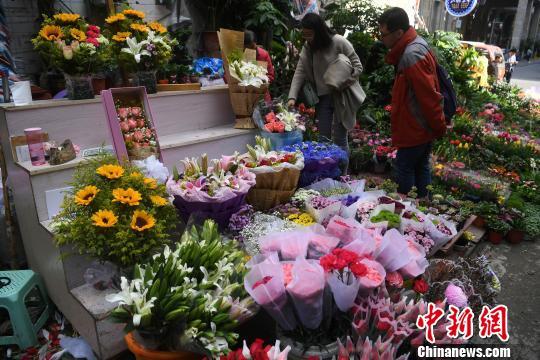 """""""三八""""妇女节 重庆玫瑰康乃馨涨价"""