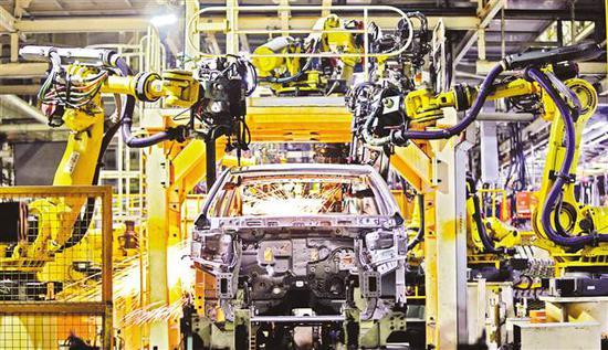 二○一七年六月十七日,长安汽车渝北工厂正有序生产。 记者 罗斌 摄