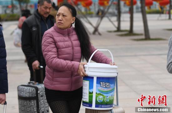 """不只塑料桶!这些""""春运神器""""你见过吗?"""