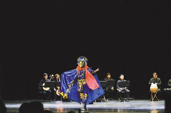 美国当地时间二月二十日,重庆市川剧院在美国芝加哥贝尼托·诸瑞兹社区学校演出。