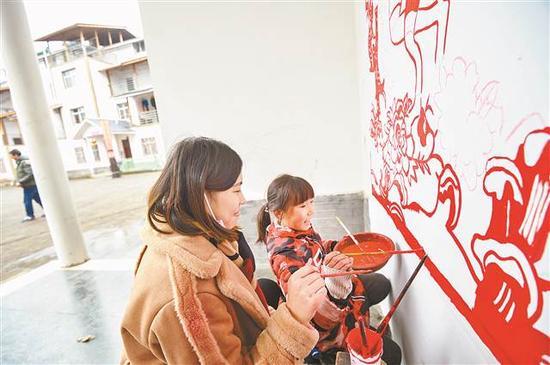 川美师生巧手描绘新农村