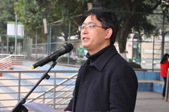 【重庆市江北中学校党委书记、校长 但汉国发言】