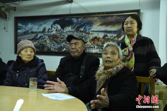 重庆大轰炸受害者代表赴日索赔返渝