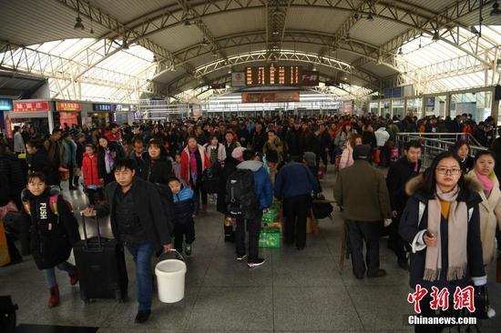 重庆火车站提前进入春运状态