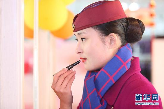 """重庆:18岁动妹的春运""""首秀"""""""