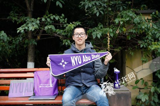 重庆第二外国语学校高三学生蒋牧颜,被纽约大学阿布扎比分校录取。记者 石涛 摄