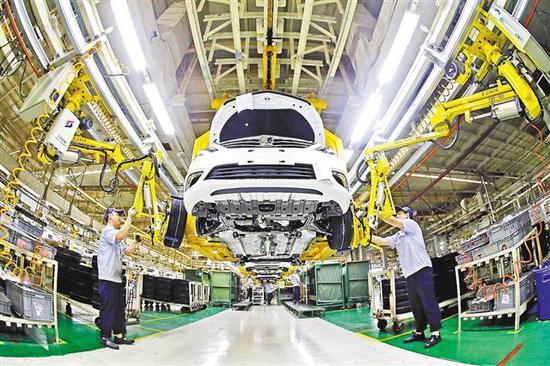 二○一七年六月十七日,长安汽车渝北工厂正有序生产。记者 罗斌 摄