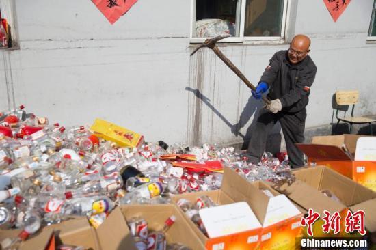 警方销毁2万余箱假酒 汾酒茅台五粮液都有