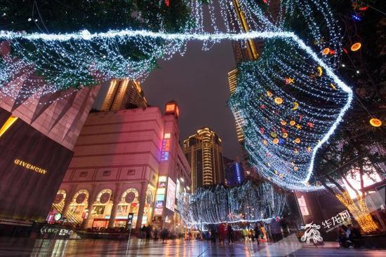 霓虹星光里的重庆城