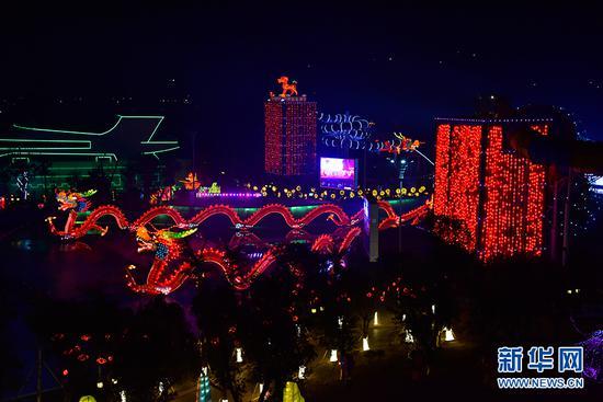 第二届重庆•合川三江灯会现场。新华网发(唐安冰 摄)