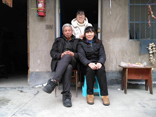重庆女大学生赴宁波陪父母过年:教父母视频聊天