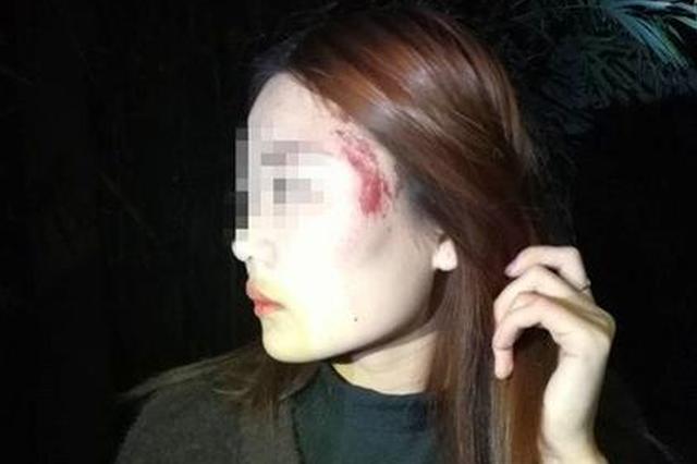 女子凌晨独行遭酒瓶砸头 嫌疑人:看她走路就上火