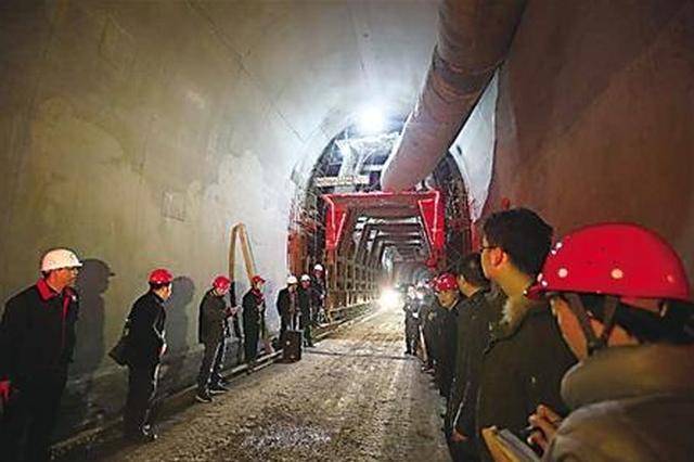 渝怀二线7.9公里白马隧道贯通 黔江至主城3小时