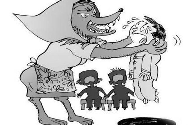 惊呆!7岁男童家门口被冻死 其母亲涉嫌虐童被逮捕