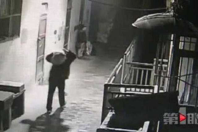 重庆:单人偷走三百斤电线 这是怎样的大力士?