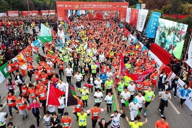 重庆全马吸引五千跑者 22岁大学生跑赢非洲选手夺冠