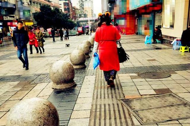 重庆大妈神穿搭 引街头路人频回头(图)