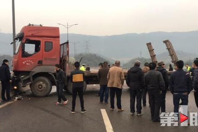重庆一大车失控撞上护栏 致该路段严重拥堵2小时