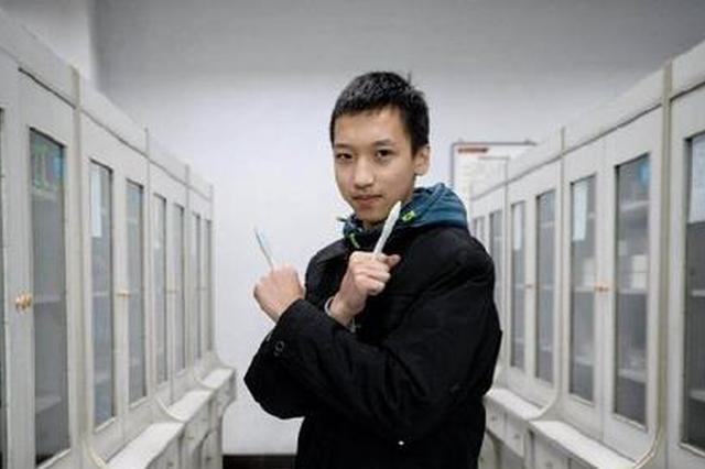 高一学生摔笔摔出一种发明 16岁连拿金奖