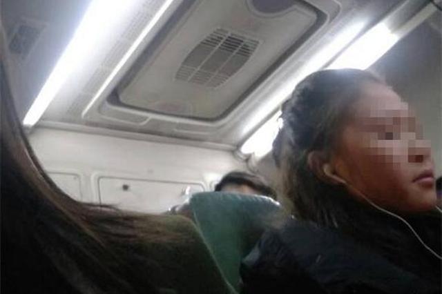 """""""美女""""公交车厢嗑瓜子壳丢满地 乘客劝说反遭怼"""