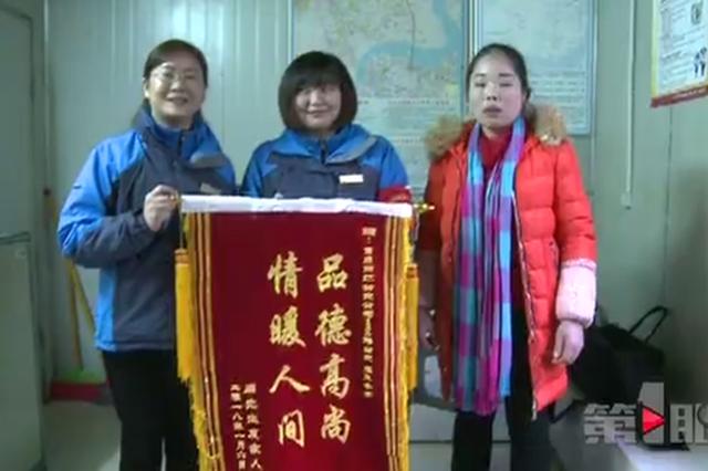 重庆小女孩放学路上昏迷 公交车变救护车紧急送医