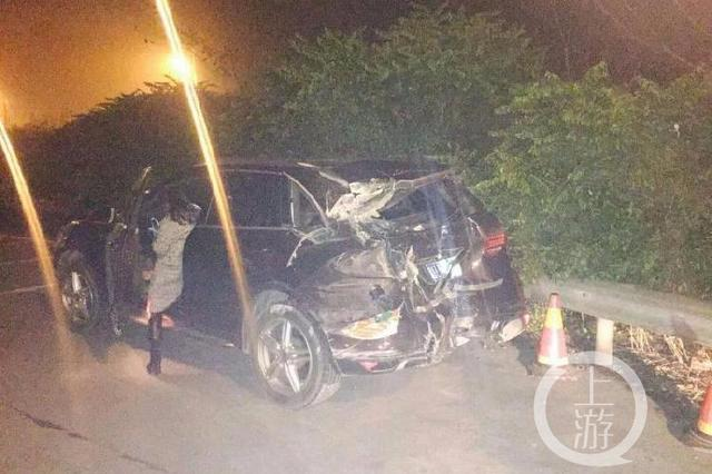 保时捷女司机高速路上神操作酿惨祸 最终致6车受损