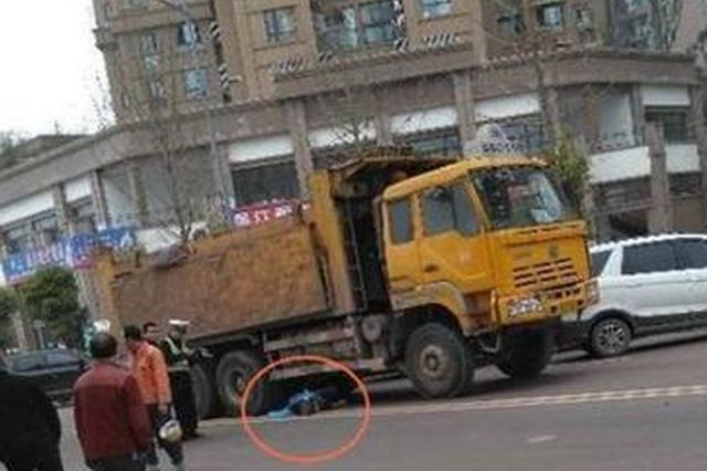 重庆发生一交通事故 男孩过马路被撞身亡(图)