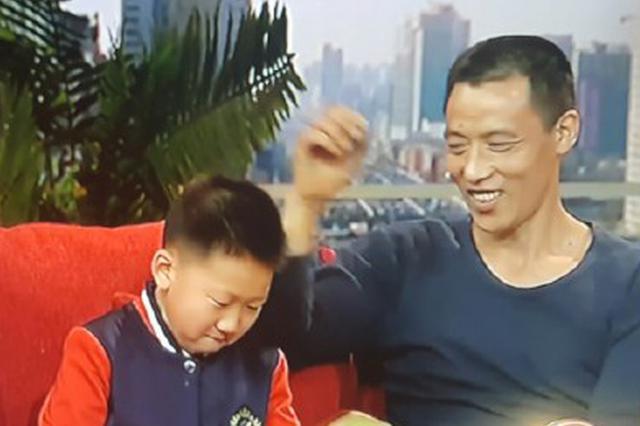 """重庆""""棒棒""""冉光辉上央视了 用汗水扛起一个家"""
