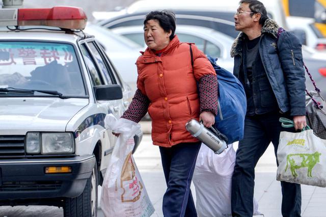 春节返乡购物出游 渝中交巡警送上出行攻略