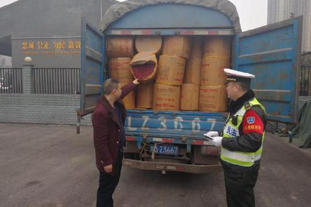 看守所里过新年 男子非法运输烟花爆竹被罚款5万并拘留