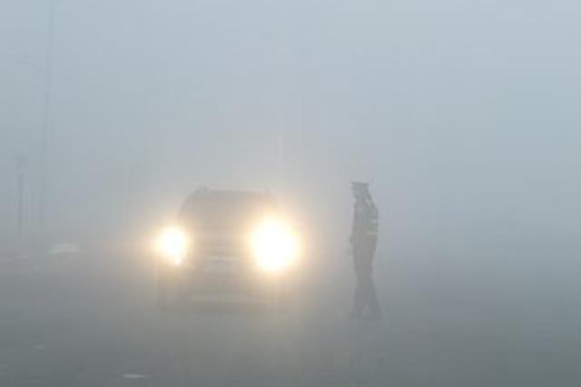 重庆发布大雾黄色预警 多地能见度小于500米