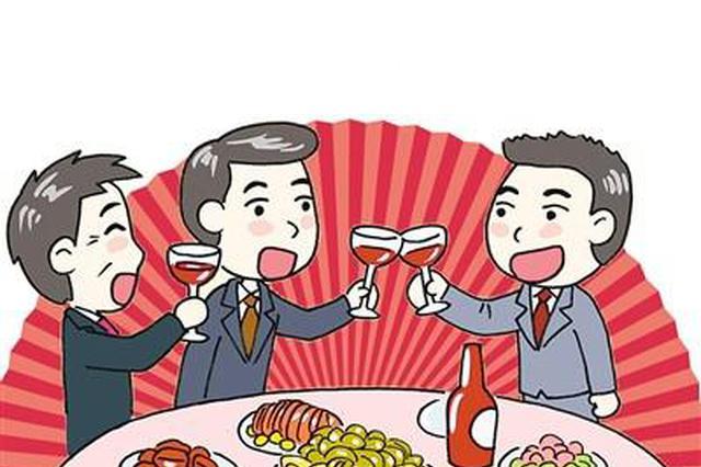重庆男子喝多了抠喉咙催吐 竟然吐了血