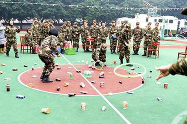 重庆军营里的新年 官兵玩游戏热闹非凡